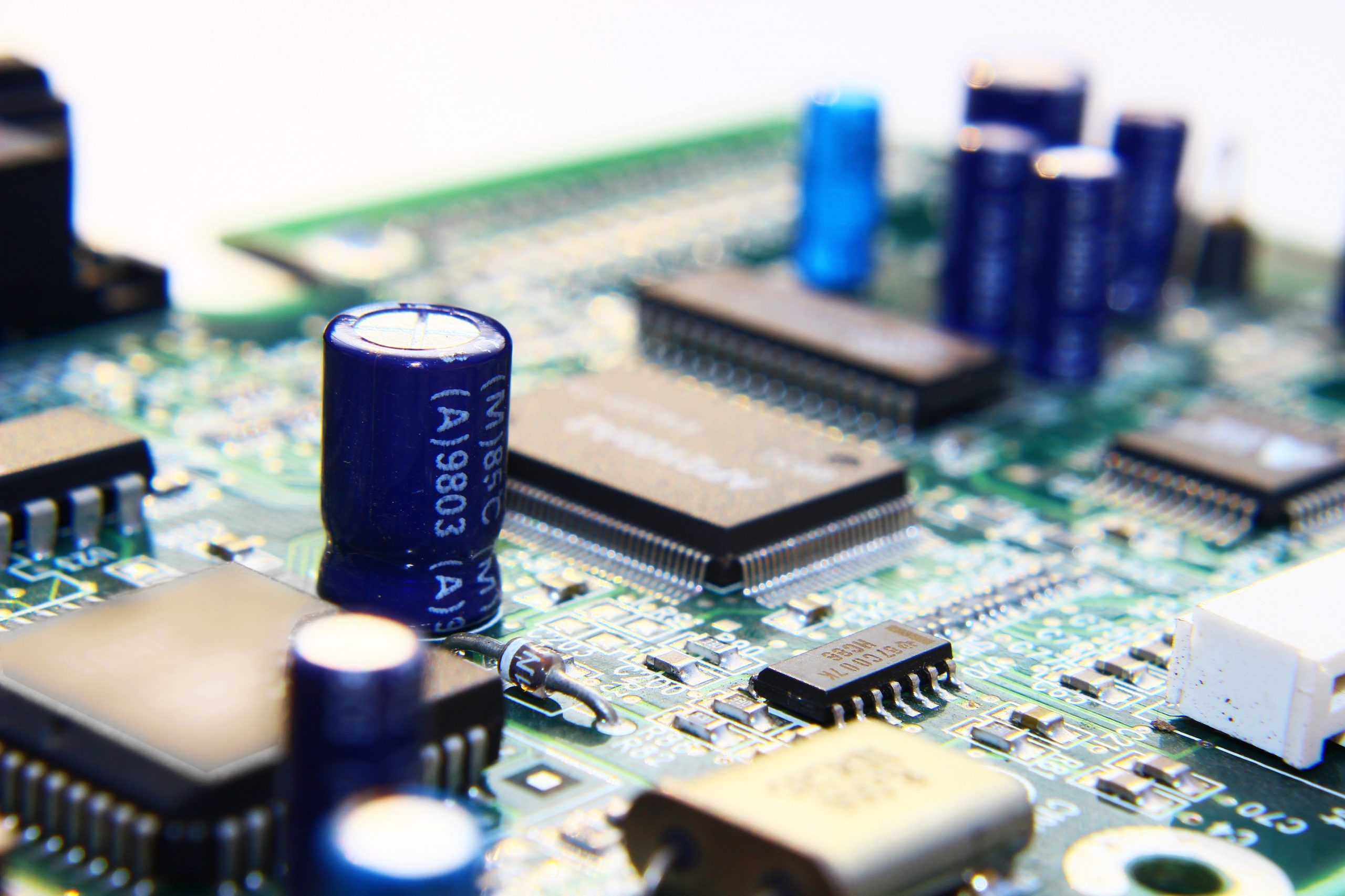 The Main Difference Between Domestic Electricians and Electronics Engineers